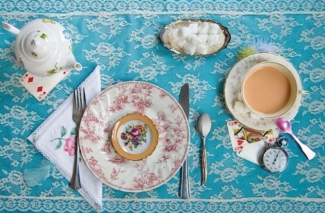 Dinah Fried Alice in Wonderland Teeservice Frühstück