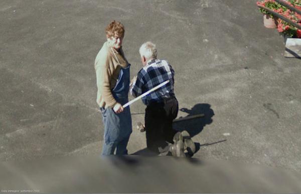 Google Street View liefert lustige Bilder: Bestrafung