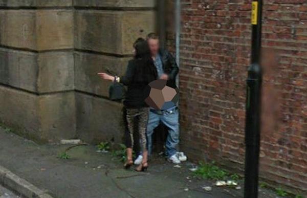 Lustige Bilder in Google Street View Prostituierte Sex nackte Menschen