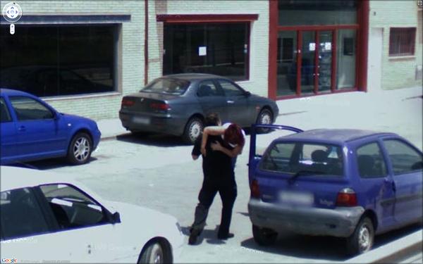 Google Street View liefert lustige Bilder: Kidnapping