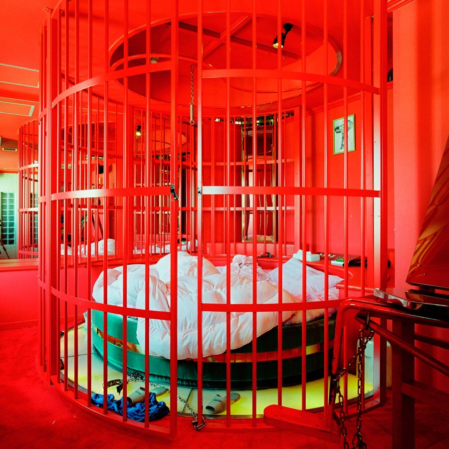 Love Hotels Käfig Misty Keasler