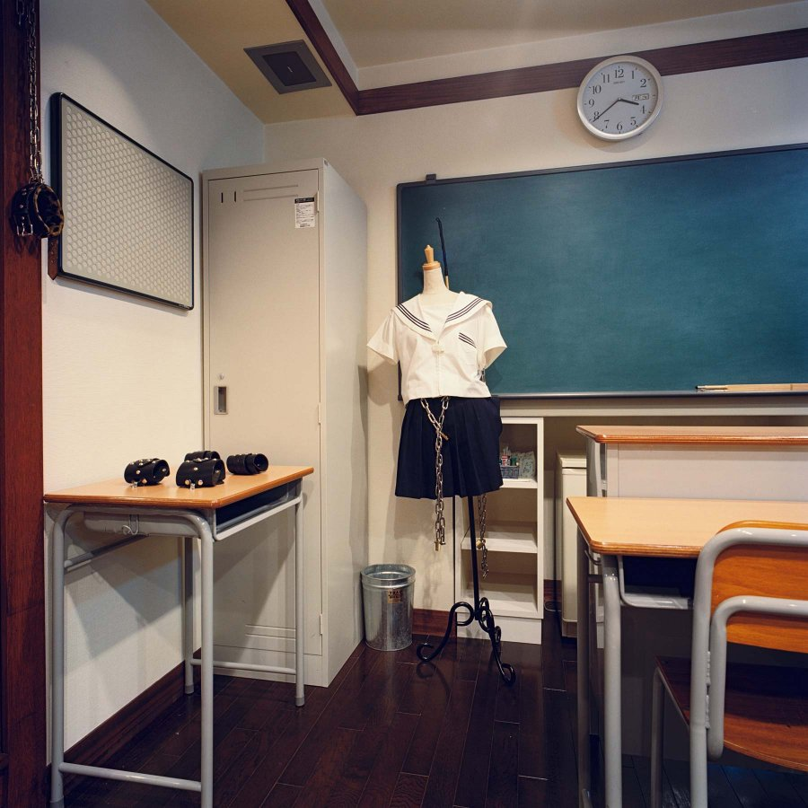 Love Hotels Klassenzimmer Misty Keasler
