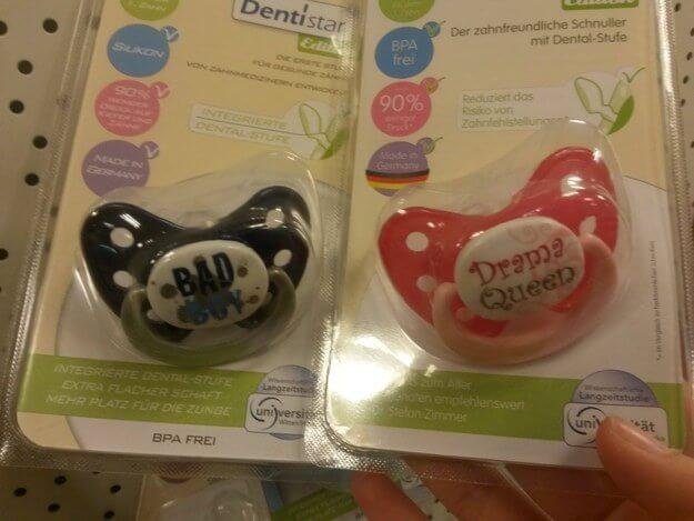 gegenderte Produkte Schnuller Baby Jungen und Mädchen Klischee