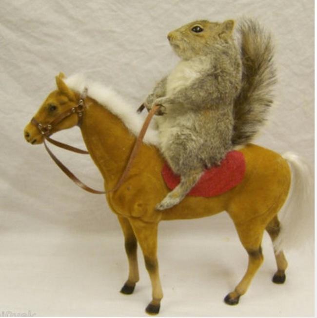 Betrunkene Einkäufe Eichhörnchen Pony Figur