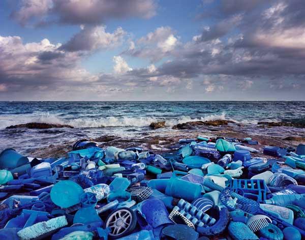Alejandro Durán Washed Up Series Umweltverschmutzung Kunst aus Müll Klimawandel Müll am Strand