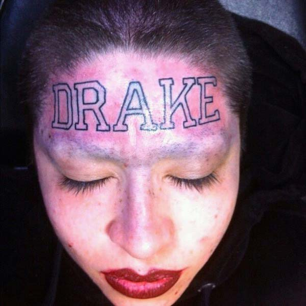 Drake Tattoo im Gesicht ultimative Fans