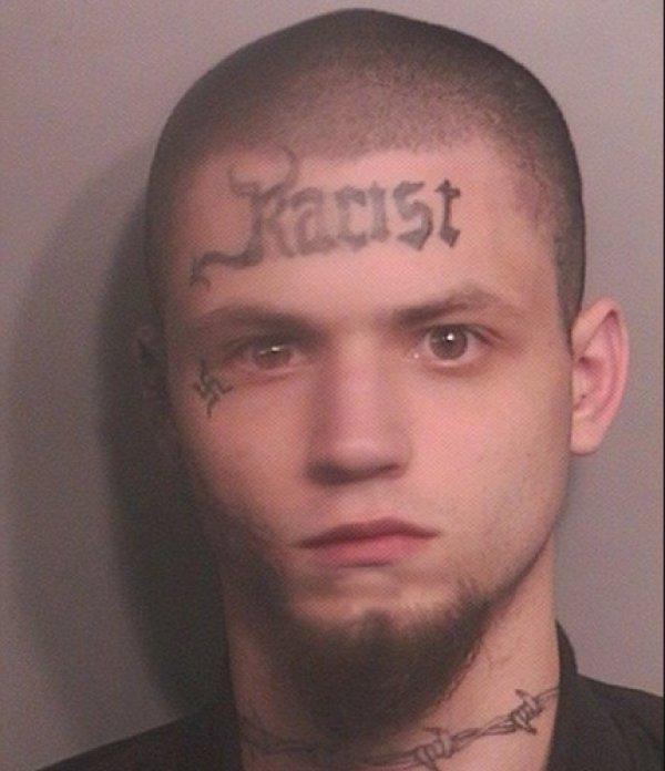 Nazi Tattoo im Gesicht dumm gegen Nazis
