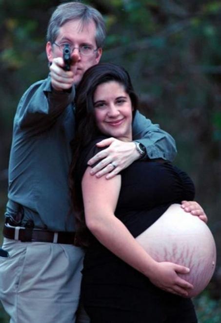 waffen babybauch fragwürdige fotos mit baby