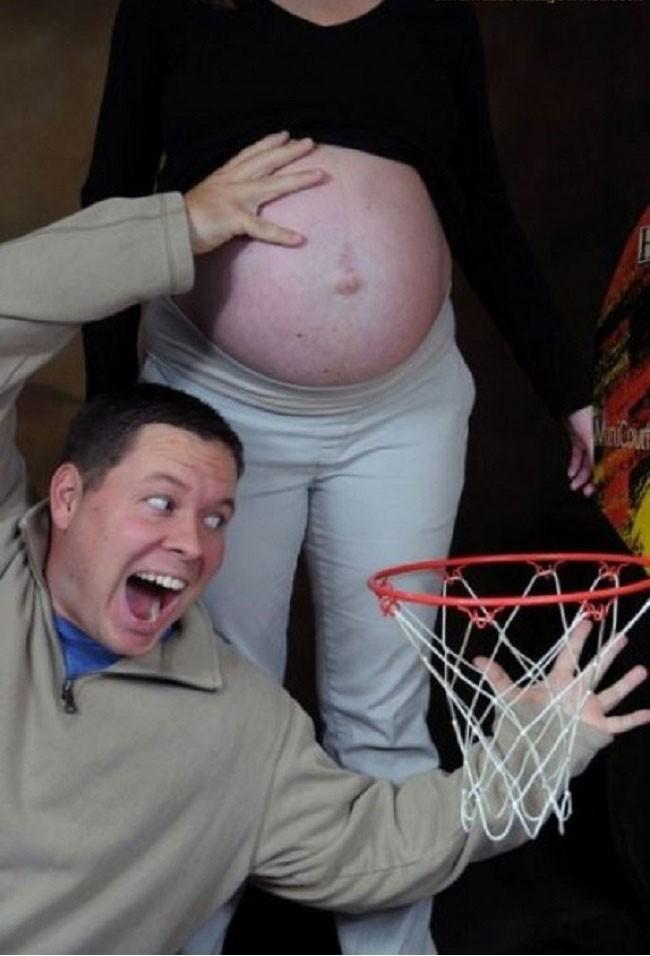 babybauch basketball korb