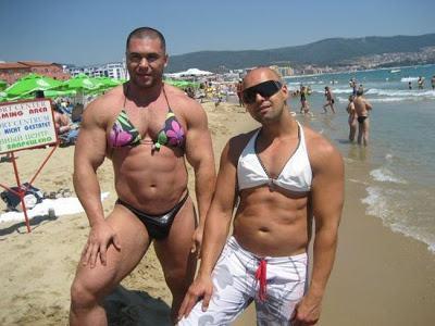 funny_awkward_beach_photos_07-1
