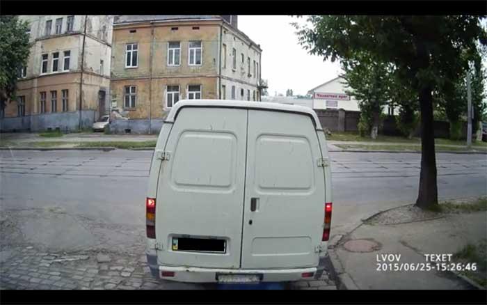 spektakuläre unfälle autokamera fußgänger überfährt weißen van in russland video