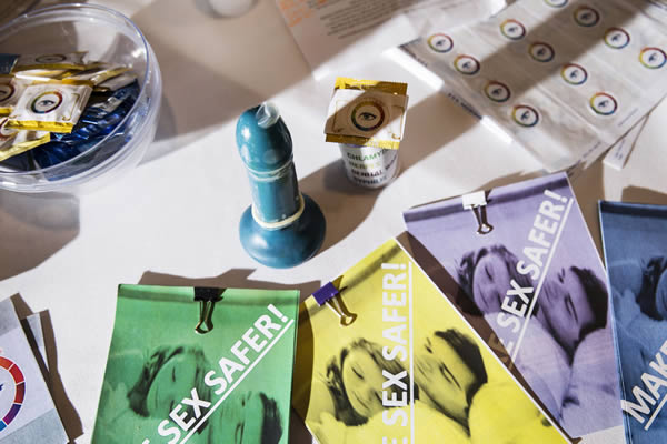 s.t.eye kondom, das bei geschlechtskrankheiten die farbe wechselt