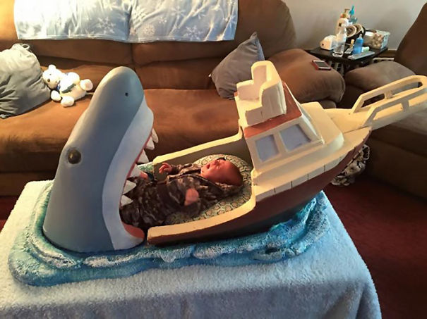 lustiges babybett weisser hai boot