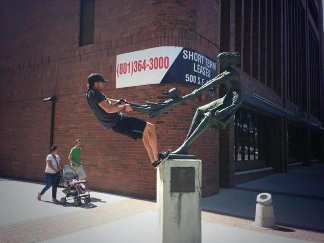 lustige fotos mit statuen ideen