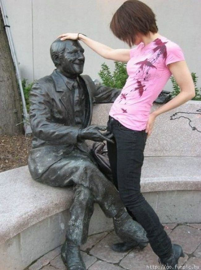 statuen sexuell belästigen