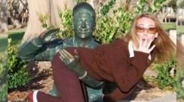 statuen belästigen spaß mit statuen