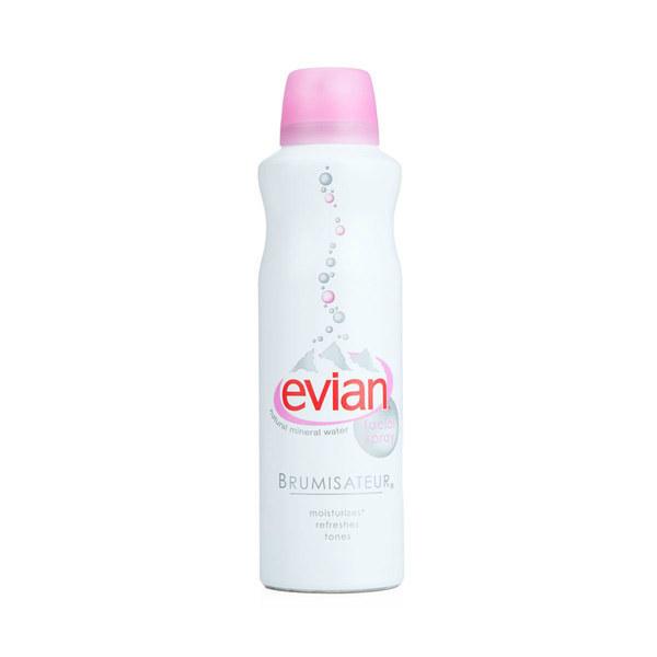 Kuriose Kosmetikprodukte Wasser aus der Sprühflasche