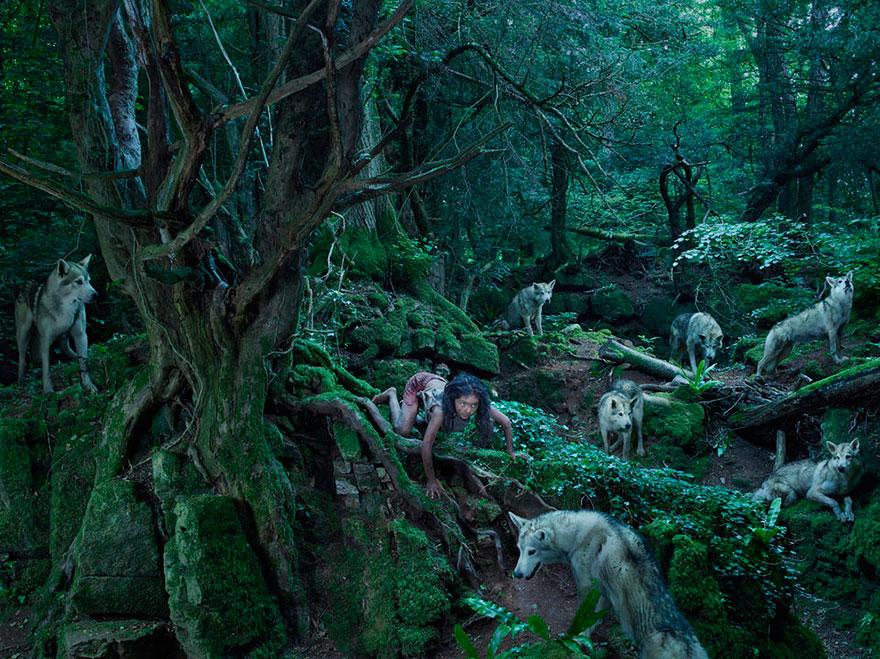 Feral children - das mädchen mit den Wölfen