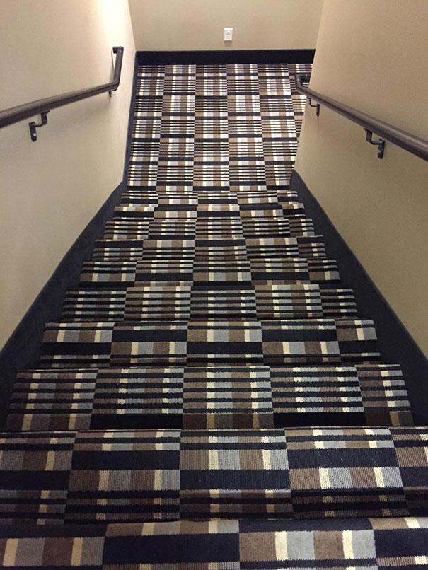 unüberlegte Designs Teppichmuster optische Täuschung gefährlich