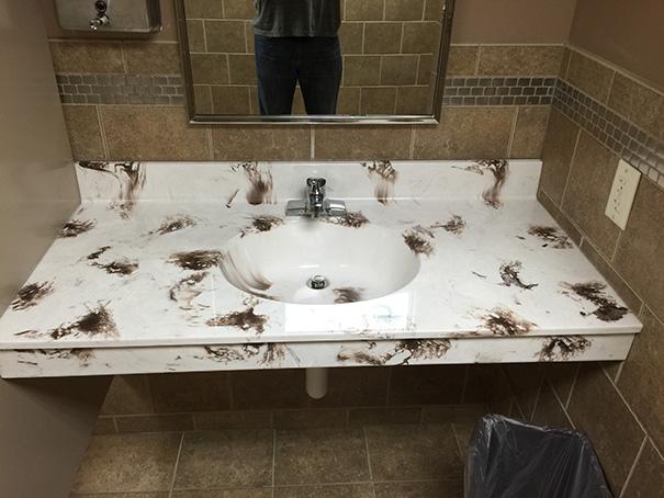 designfehler fäkaldesign badezimmer marmoriert