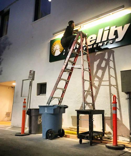 Auf der Leiter Arbeiten