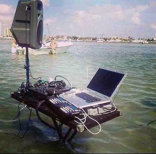 DJ Team im Wasser