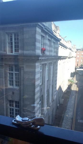 Schwindelfrei Fenster putzen