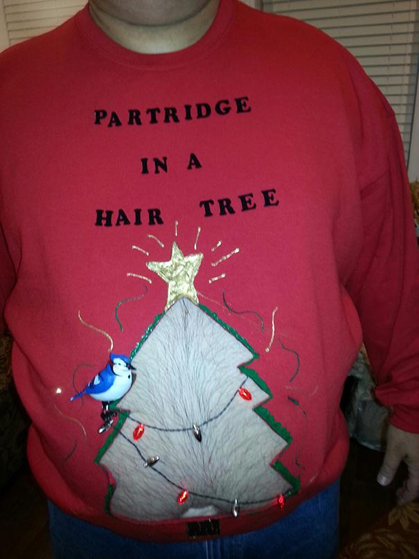 Weihnachtspullover mit Loch
