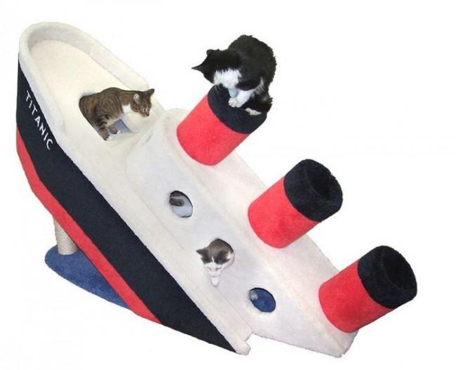 Sinking-Titanic-Cat-Condo-1