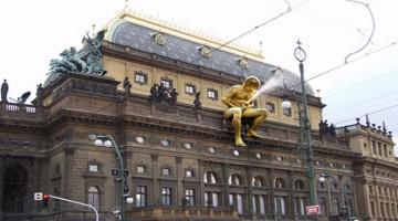 Seltsame Statuen