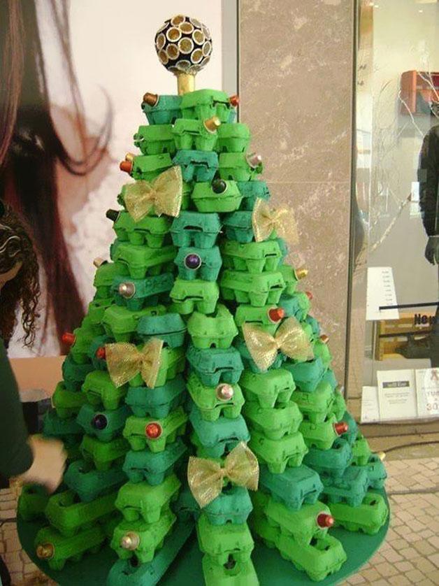 Weihnachtsbaum aus Eierkartons kreativ