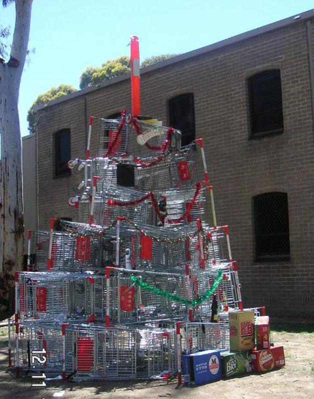 etwas andere Weihnachtsbäume Weihnachtsbaum aus Einkaufswagen