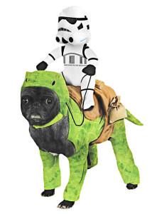 tauruecken-mit-stormtrooper-star-wars-hundekostuem_maskworld.com