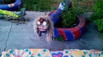 Scheissebärchen und andere seltsame Skulpturen für draußen