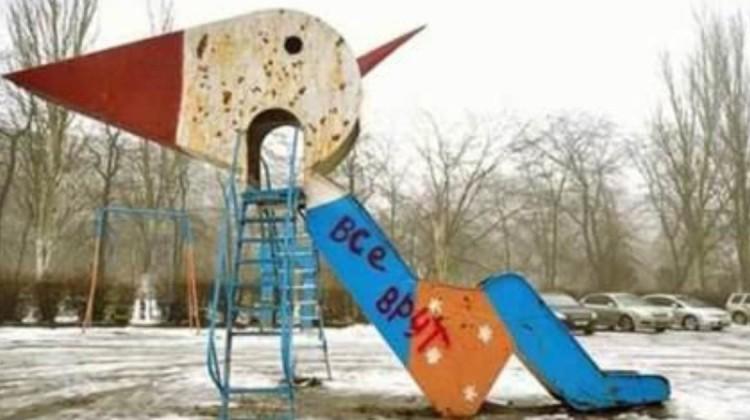 Düstere Spielplatzkreaturen