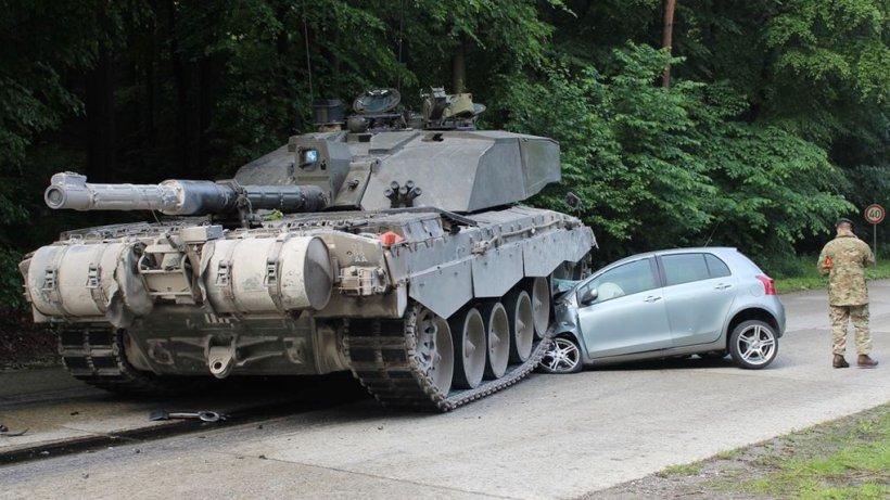 sleaze presseschau panzer auto unfall