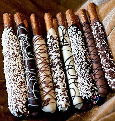Salzstangen in Schokolade gedippt