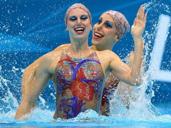 schwimmen mit kunstfiguren spaß