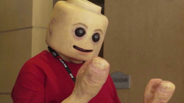 menschliche lego-figur tested youtube comic-con san diego