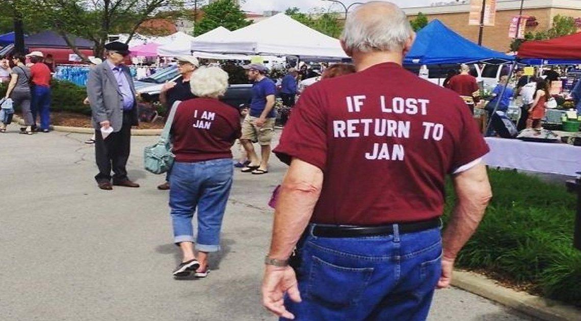 Lustige ältere Paare