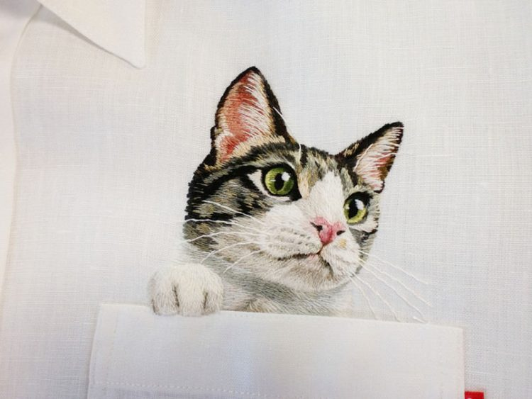 Hiroko Kubota Mode mit Katzen Stickereien