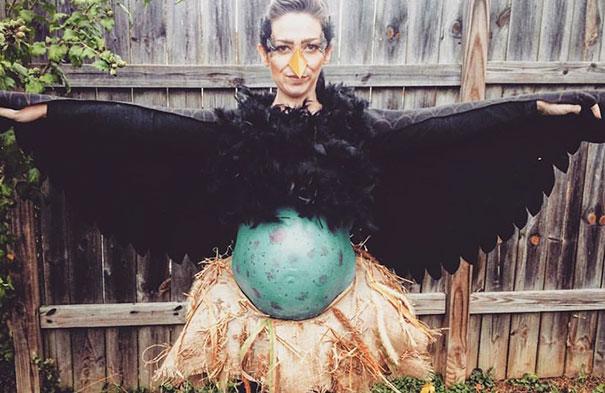 pregnancy-halloween-costume-ideas-37-57ff885c8ff69__605
