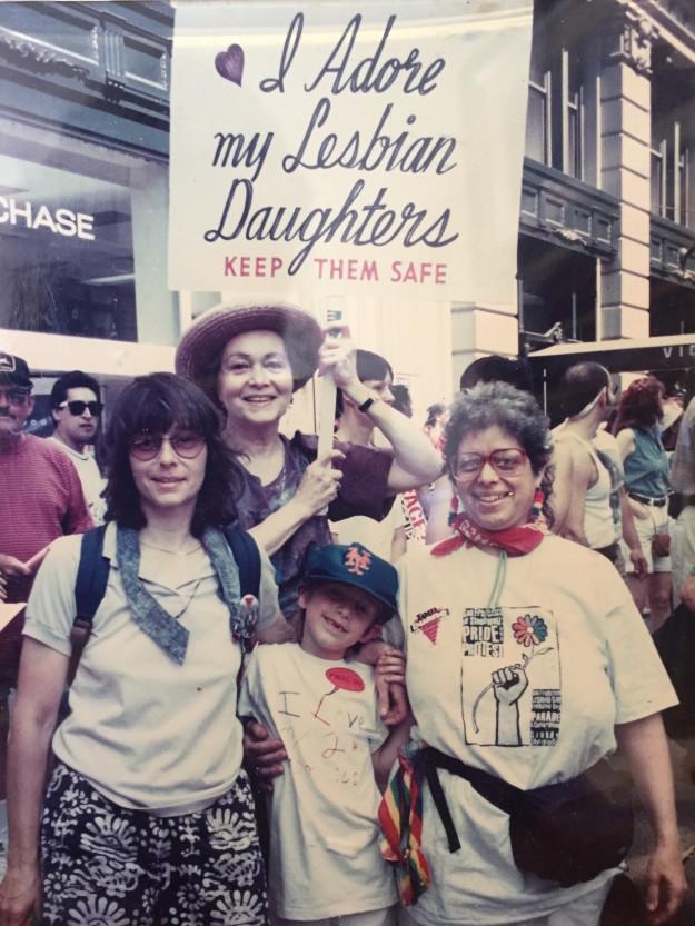 Frances Goldin seit Jahrzehnten mit demselben Schild beim NYC Pride